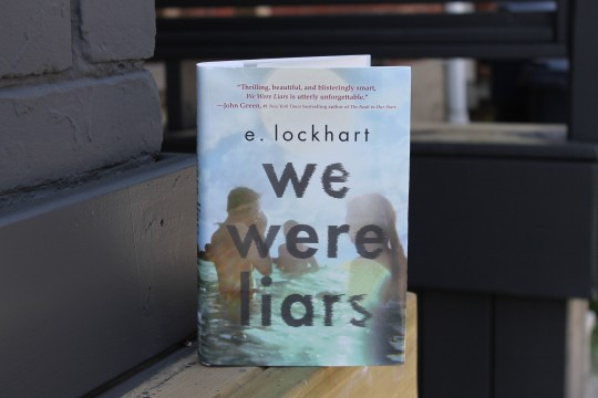 we-were-liars-by-e-lockhart-book-cover-and-book-review-1
